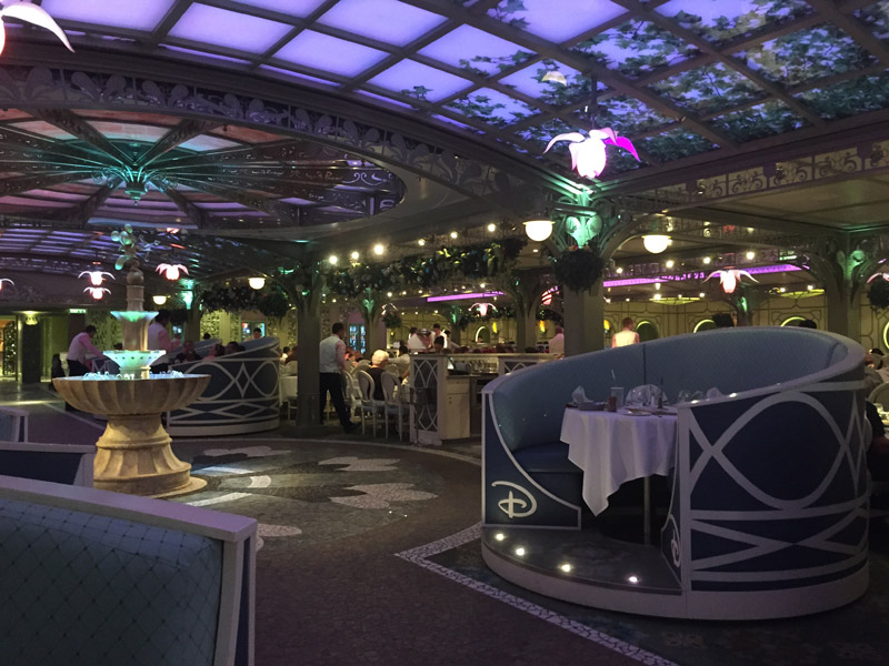 Enchanted Garden, um dos restaurantes do Disney Dream