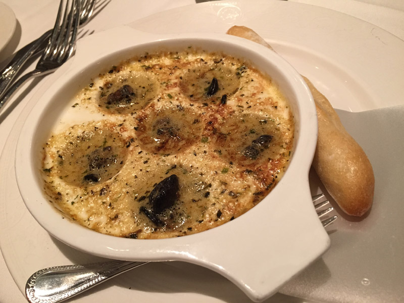 comida no cruzeiro Disney: escargots de entrada no Royal Palace