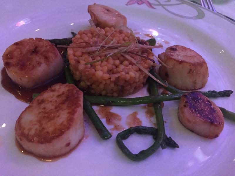 Prato com Vieiras (scallops)  que comi no Enchanted Garden: estava ótimo