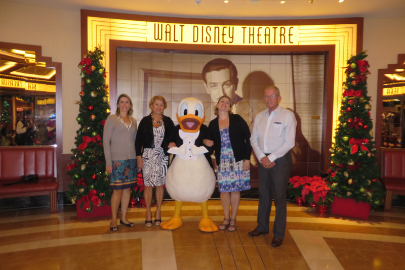 Nossa família no Disney Fantasy na noite formal