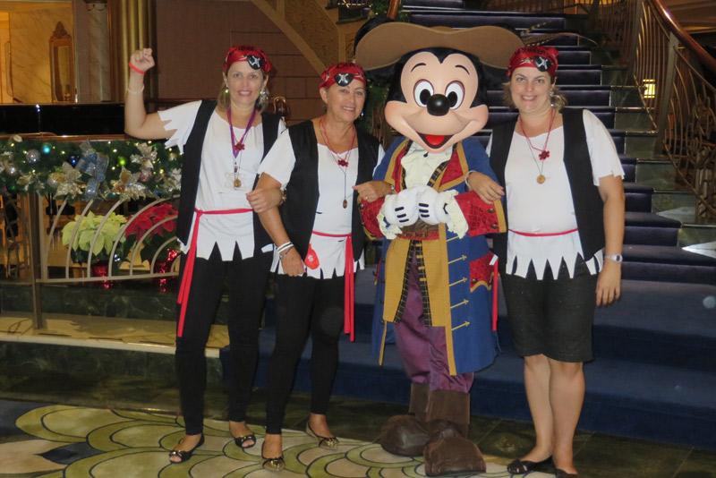 Todo mundo de pirata com o Mickey