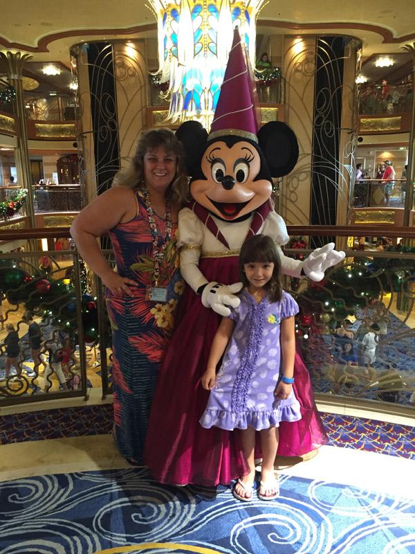 Karina, Manuela e a Minnie Princesa no Disney Dream