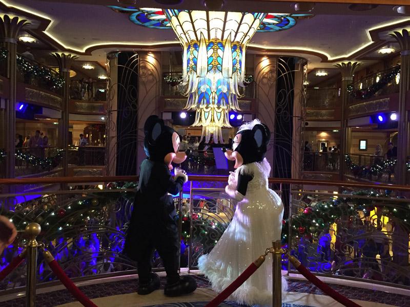 Mickey e Minnie prontos pra festa no Cruzeiro de Ano Novo