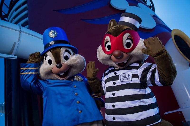 Tico e Teco também fantasiados para o Halloween