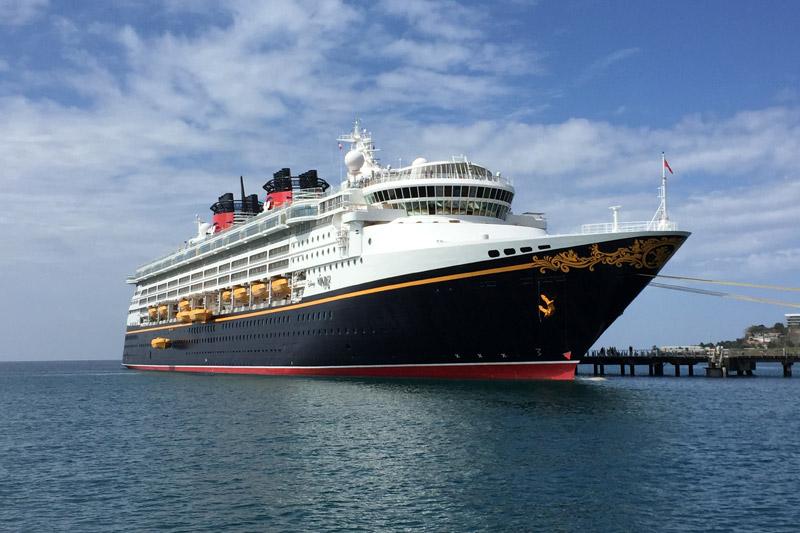 O Disney Wonder no porto em Martinica, Caribe Sul