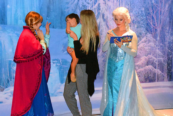 Desconfiado com as princesas de Frozen