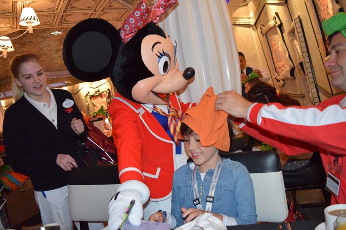 Café da manhã com personagens no Disney Wonder