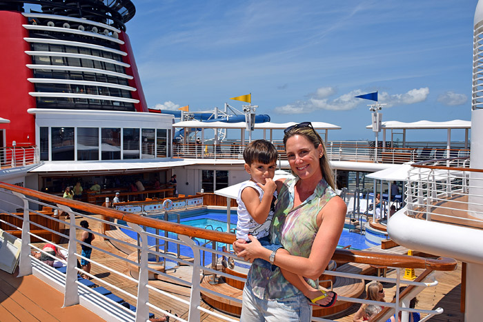 Conhecendo o deck da piscina no Disney Magic