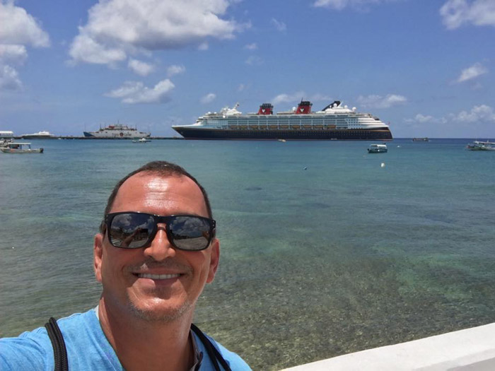 Hernani e o Disney Wonder em Cartagena