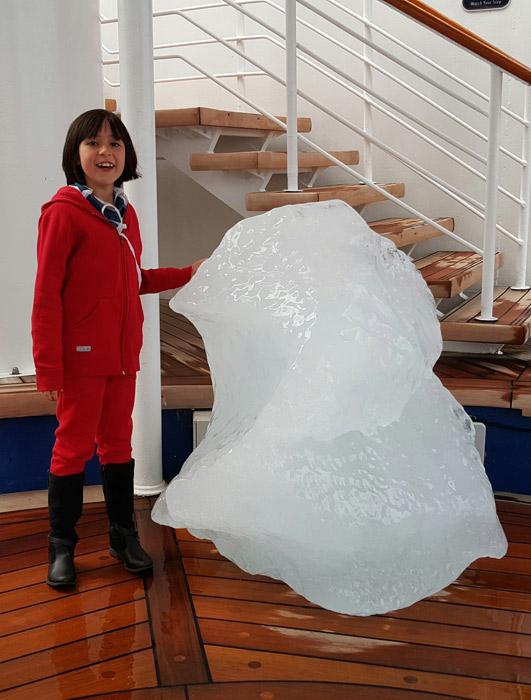 O pedaço de gelo que trouxeram pro navio