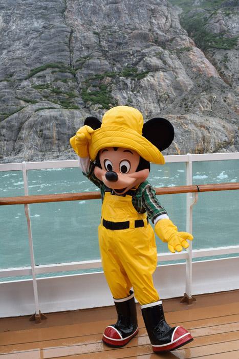 O Mickey com sua roupinha pro frio do Alasca