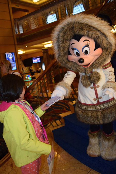 Minnie linda com sua roupa de frio no Alasca
