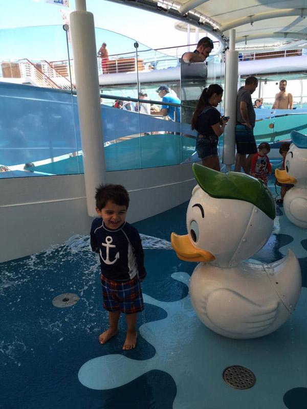 A área molhada para crianças pequenas no Disney Magic