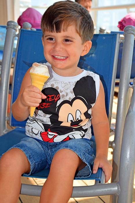 Tomando muito sorvete!