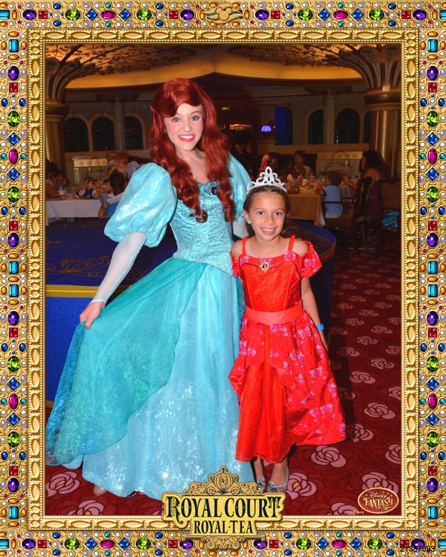 Julia e Ariel no Royal Court Royal Tea no Disney Fantasy