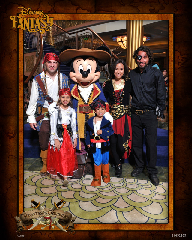 Nós fantasiados com o Mickey Pirata no Disney Fantasy