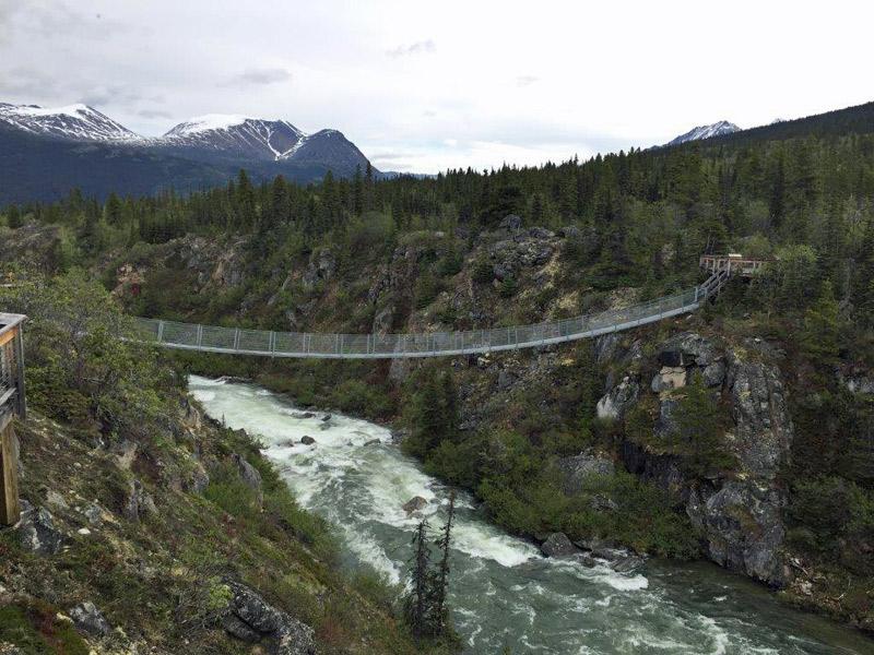 A ponte suspensa no Yukon, Alasca