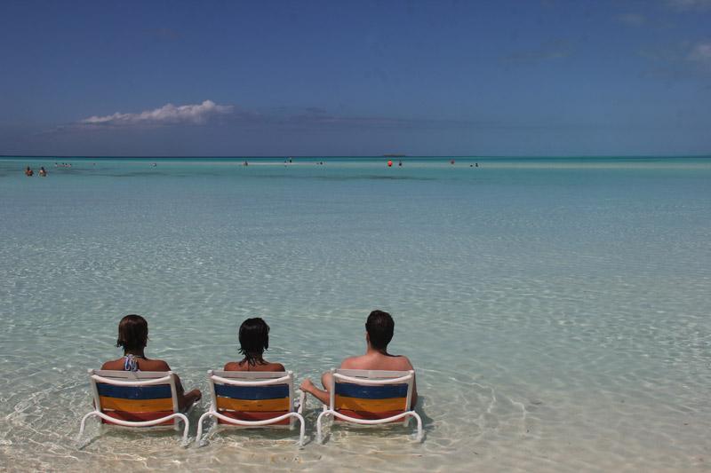 Eu e meus amigos em Castaway Cay, a ilha da Disney nas Bahamas em março de 2016