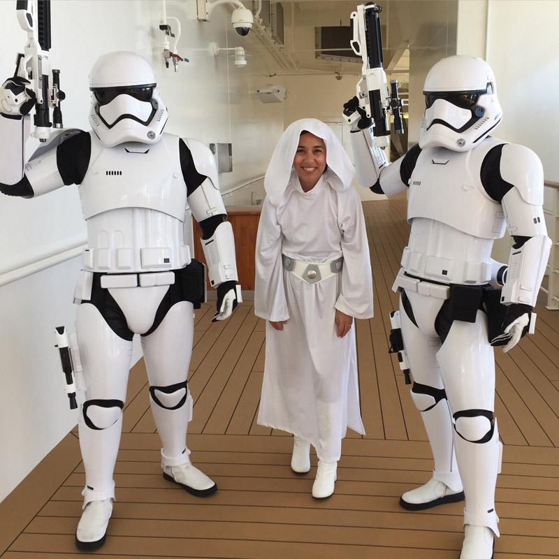 Os Stormtroopers patrulham o navio nos cruzeiros Star Wars