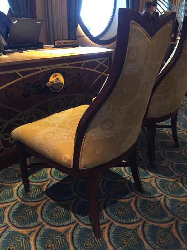 A mesa de Vacation Planning no Disney Fantasy, não deixe de fazer a reserva de bordo pra ter desconto no cruzeiro Disney