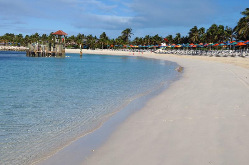 Praia vazia na nossa parada em Castaway Cay em um dia friozinho em janeiro