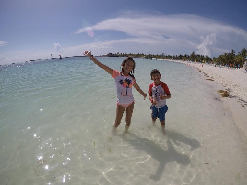 Julia e Eric em Castaway Cay em julho