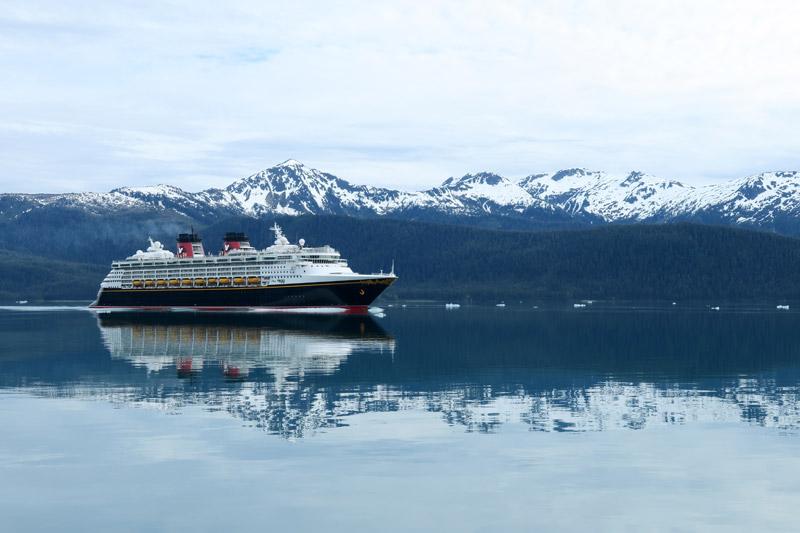 Vista incrível do navio Disney Wonder a partir do barquinho da excursão no Alasca, várias filmagens do vídeo eu fiz nesse passeio