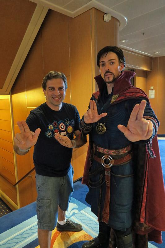 Doutor Estranho no dia Marvel no cruzeiro Disney
