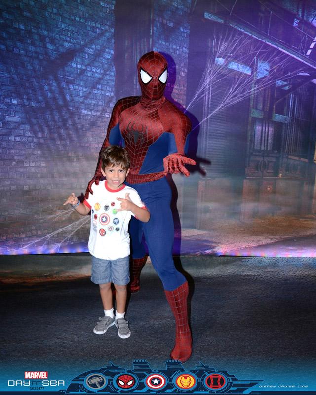 Homem Aranha no dia Marvel no cruzeiro Disney