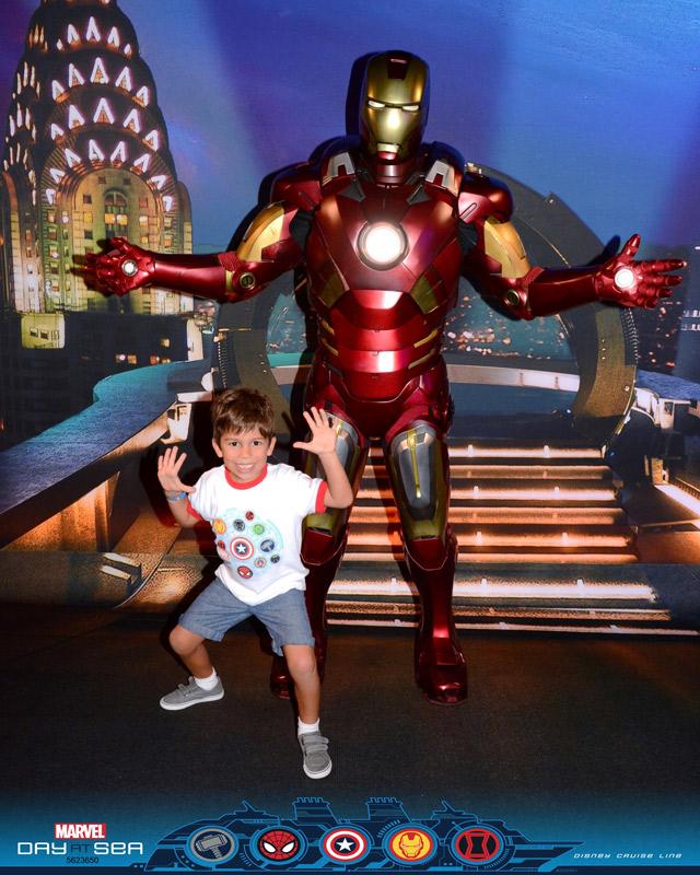 Homem de Ferro no dia Marvel no cruzeiro Disney