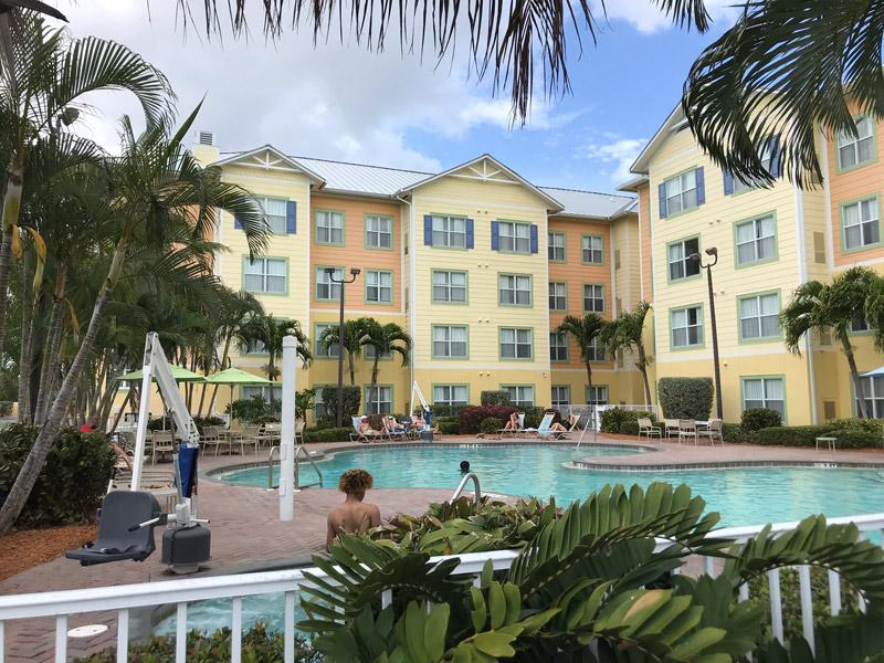 Piscina no Residence Inn Cabo Canaveral