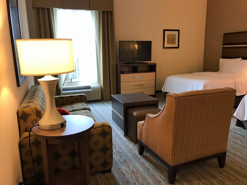Mais uma foto do quarto do Homewood Suites