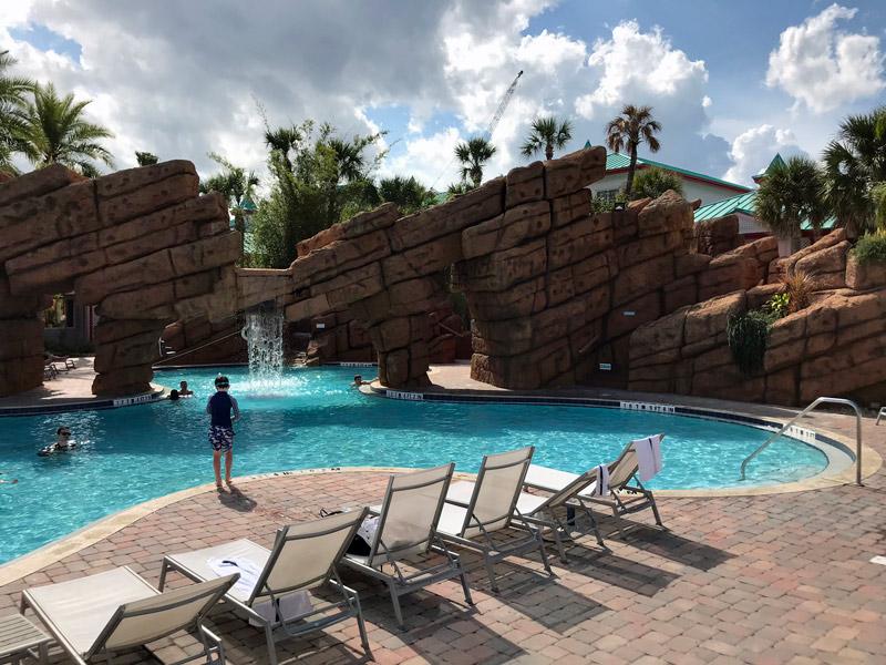 A piscina do Radisson at the Port, um dos hotéis mais populares em Porto Canaveral