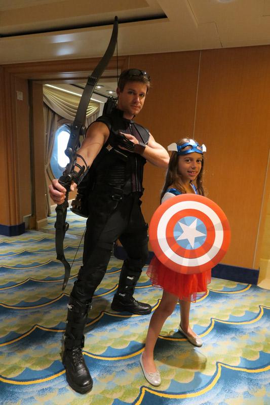 Hawkeye no dia Marvel no cruzeiro Disney