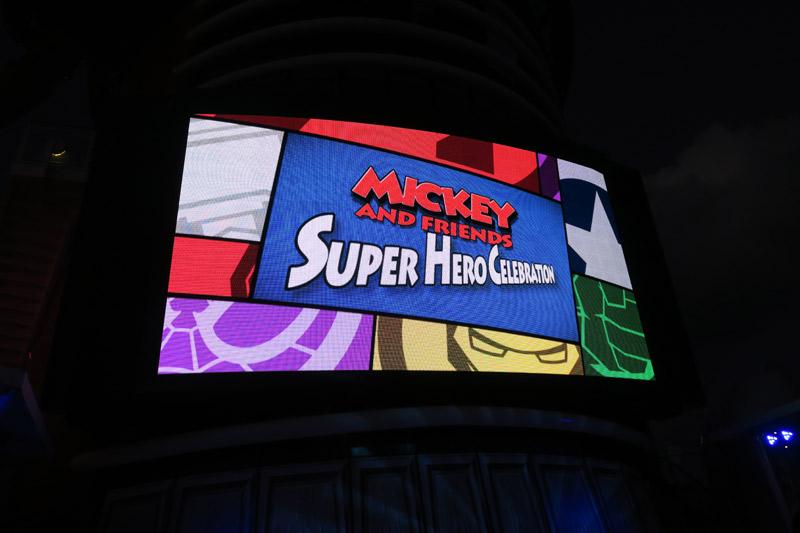 Show Mickey and Friends Super Hero Celebration no dia Marvel no cruzeiro Disney
