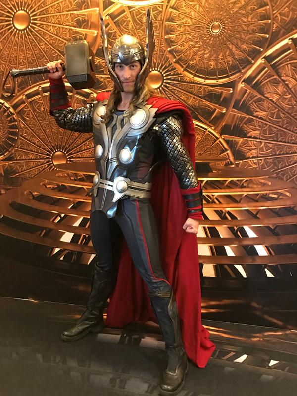Thor no dia Marvel no cruzeiro Disney