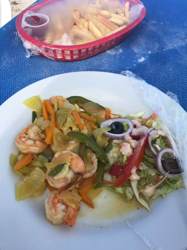 passeio na Jamaica: prato de camarão no Blue Waters Beach Club