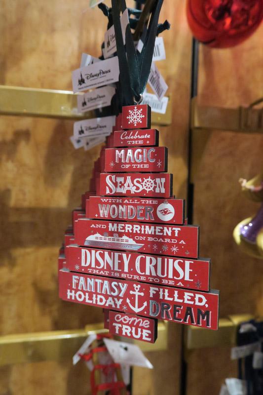 Cruzeiro Disney de Natal: enfeite de Natal