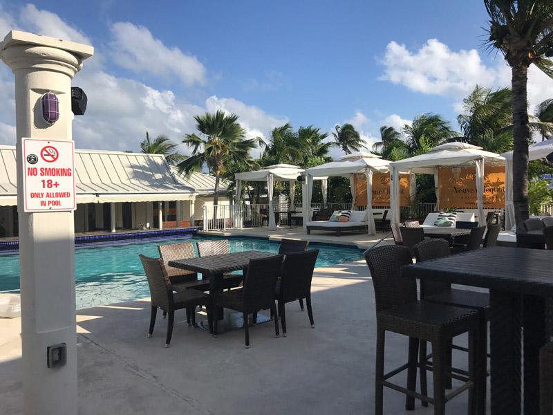 passeio nas Ilhas Cayman: piscina do Royal Palms Beach Club