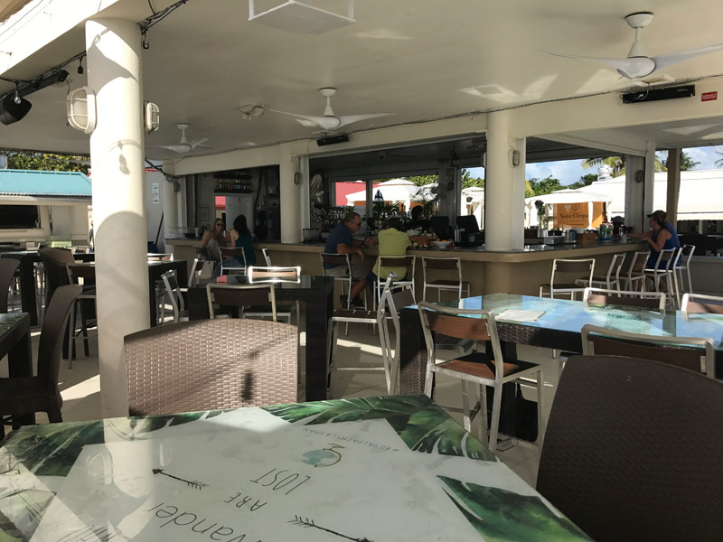 passeio nas Ilhas Cayman: restaurante do Royal Palms Beach club