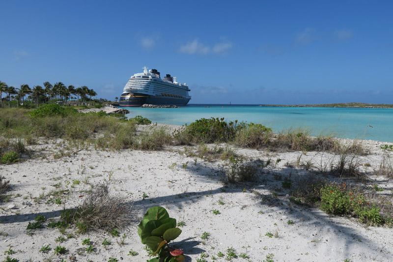 Cruzeiro no Disney Fantasy depois da reforma: navio em Castaway Cay