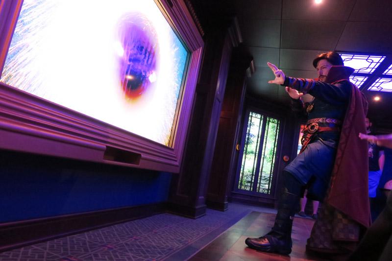 Disney Fantasy depois da reforma: nova área Marvel durante atividade com o Doutor Estranho