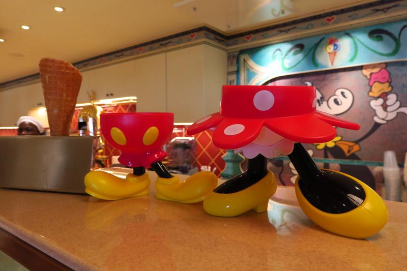 Disney Fantasy depois da reforma: taças souvenir na nova loja de doces Sweet on you