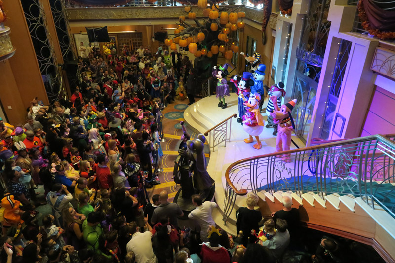 Festa de Halloween no cruzeiro no Disney Magic