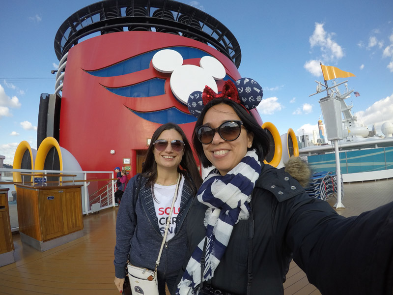 Eu e a minha amiga Ana no Disney Magic em Nova York