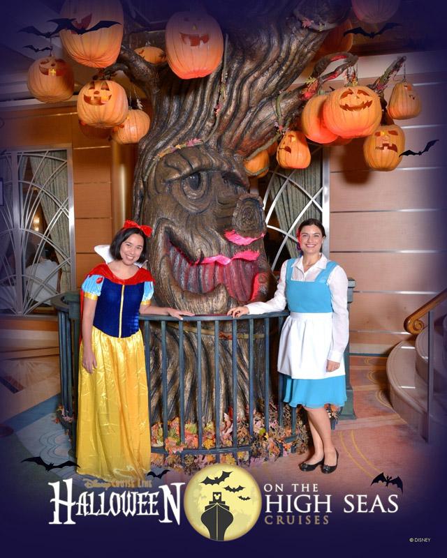 Eu e a Ana fantasiadas pra festa de Halloween