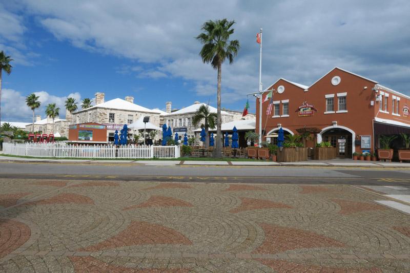 Royal Naval Dockyard em Bermuda, bem coladinho ao porto