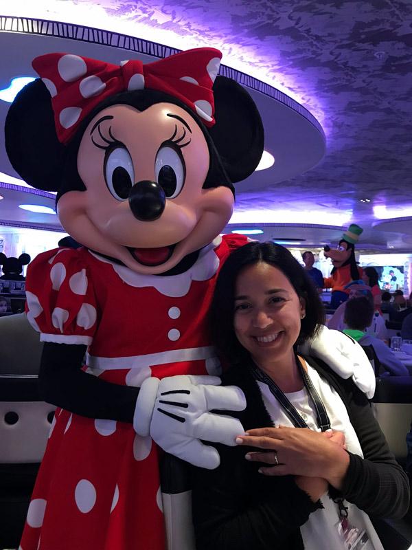 café com personagens no cruzeiro Disney