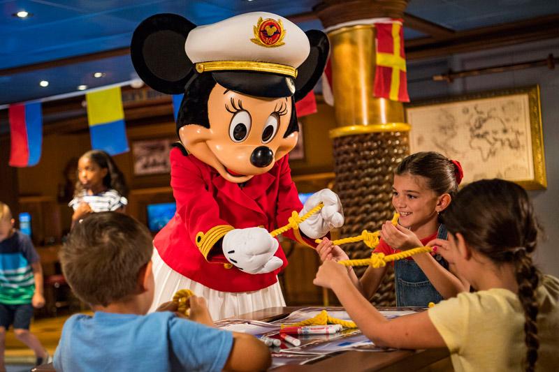 Capitã Minnie no Oceaneer Lab, um dos clubes infantis dos navios Disney