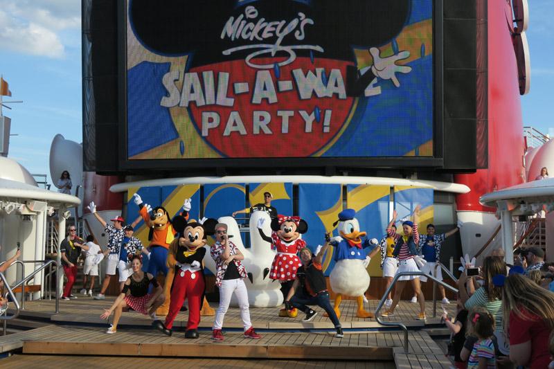 mickeys-sail-a-wave-deck-party-cruzeiro-disney-wonder